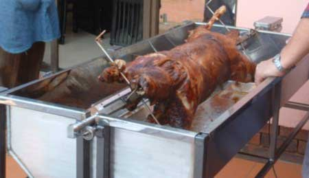 Photo: Spitbraai with lid removed for easy serving